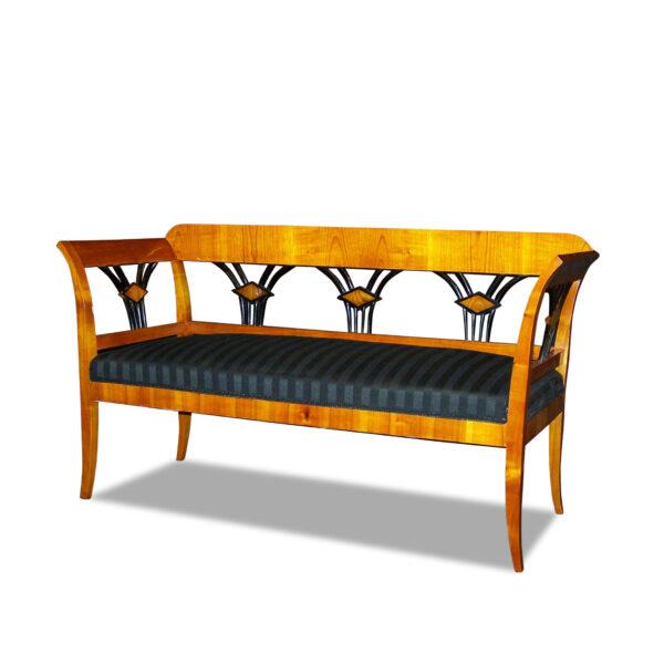 ANTIK SHOP Biedermeier Polsterbank Biedermeier Stil, um 1900 Kirschbaum, hochglänzend lackiert B: 143 cm T: 56 cm H: 80 cm Biedermeier Polsterbank aus Kirschbaum