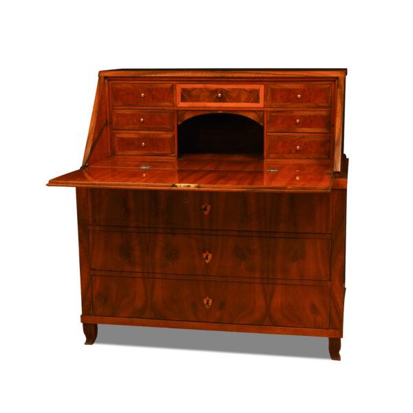 ANTIK SHOP Biedermeier Sekretär Biedermeier, um 1840 Nußbaum, Schellack handpoliert B: 109 cm T: 57 cm H: 113 cm zweiteiliger Biedermeiersekretär aus Nußbaum.