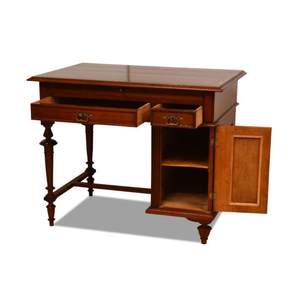 ANTIK SHOP Gründerzeit Schreibtisch Gründerzeit, um 1870 Nußbaum, Schellack handpoliert B: 96 cm T: 63 cm H: 78 cm Gründerzeit Schreibtisch aus Nußbaum.
