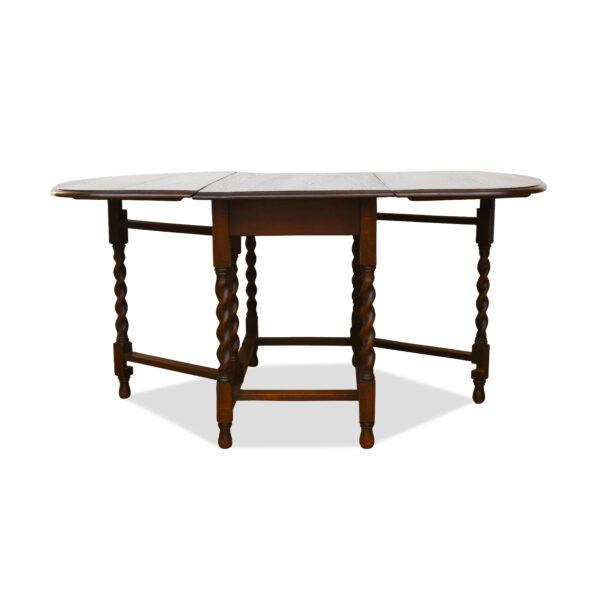 ANTIK SHOP Gateleg Tisch Georgian-Style, um 1870 Eiche, mattiert B: 107 cm T: 50 cm H: 74 cm ausklappbarer Gatelegtisch aus massiver Eiche.