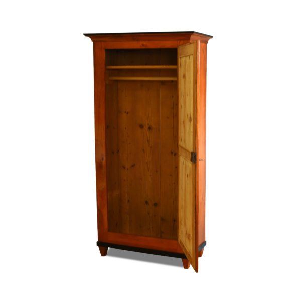 ANTIK SHOP Biedermeier Schrank Biedermeier, um 1840 Kirschbaum, Schellack handpoliert B: 91 cm T: 43 cm H: 179 cm eintüriger Biedermeierschrank aus Kirschbaum.