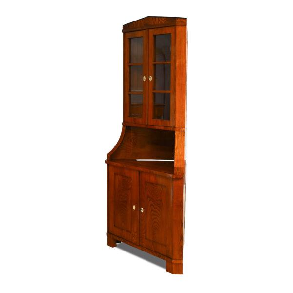 ANTIK SHOP Biedermeier Eck-Buffet Biedermeier, um 1810 Esche, Schellack handpoliert B: 110 cm T: 76 cm H: 213 cm