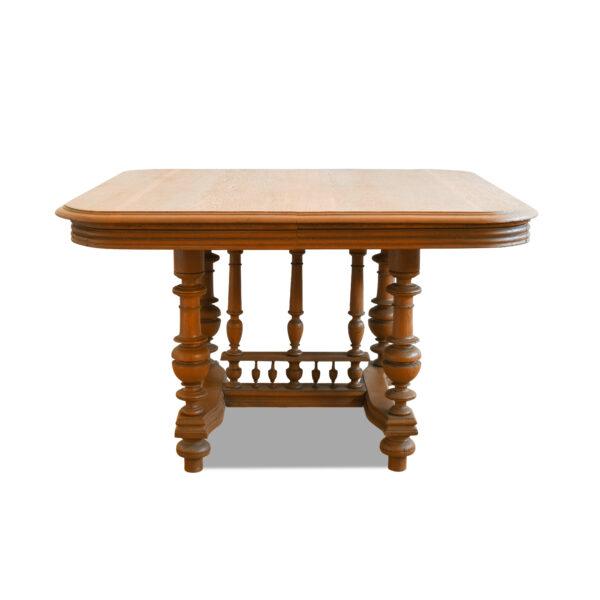 ANTIK SHOP Gründerzeit Tisch Gründerzeit, um 1880 Eiche, mattiert B: 115 cm T: 105 cm H: 73 cm Gründerzeittisch aus massiver Eiche.