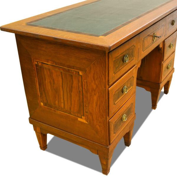 ANTIK SHOP Barock Schreibtisch Barock, um 1760 Eiche, Schellack mattiert B: 116 cm T: 60 cm H: 77 cm kleiner Barockschreibtisch aus massiver Eiche.