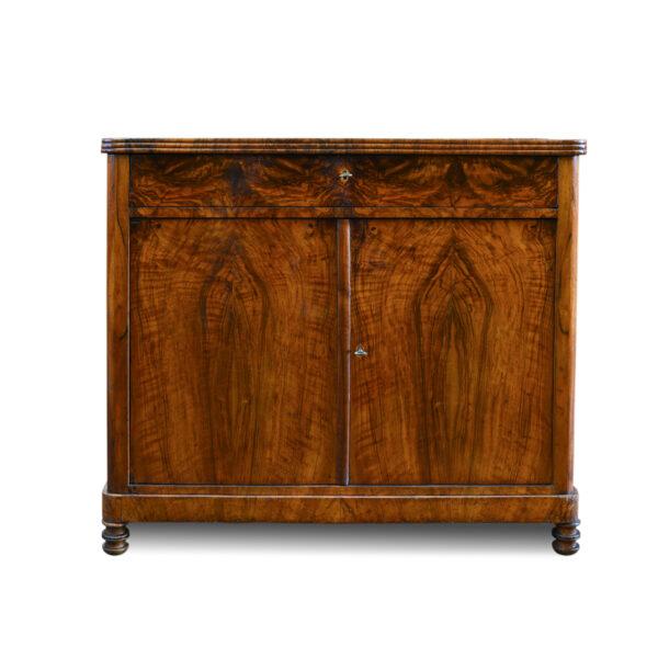 ANTIK SHOP Biedermeier Anrichte Biedermeier, um 1830 Nußbaum, Schellack handpoliert B: 99 cm T: 51 cm H: 87 cm