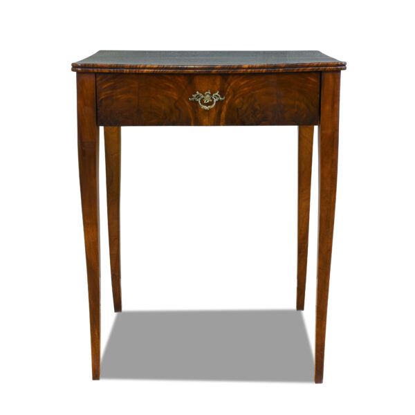 ANTIK SHOP Biedermeier Tisch Biedermeier, um 1850 Nußbaum, Schellack handpoliert B: 59 cm T: 47 cm H: 74 cm