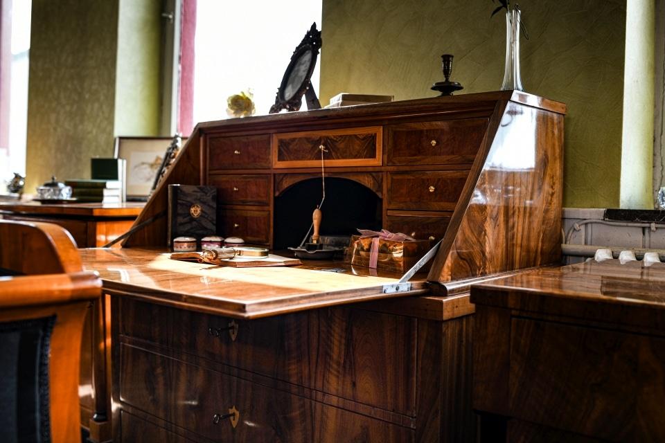 ANTIK SHOP Antiquitäten Kleinostheim  Biedermeier  Sekretär Nussbaum  Möbel