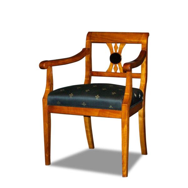 ANTIK SHOP Armlehnstuhl Biedermeier Stil Biedermeier Stil, um 0 Nußbaum, hochglänzend lackiert B: B: 58 cm T: 56 cm H: 90 cm Nach Originalvorbild traditionell gefertigter Biedermeier Armlehnstuhl aus Kirschbaum, Birke oder Nußbaum.