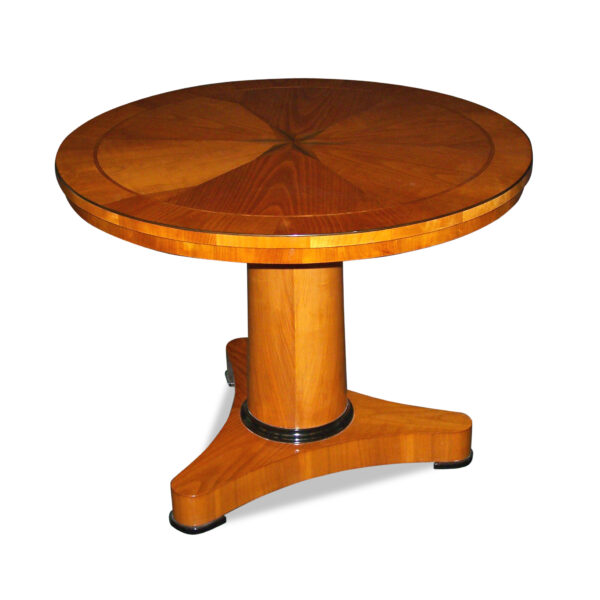 ANTIK SHOP Biedermeier Stil Tisch Biedermeier Stil, um 1900 Kirschbaum bzw. Nussbaum, hochglänzend lackiert B: 90 cm T: 90 cm H: 69 cm