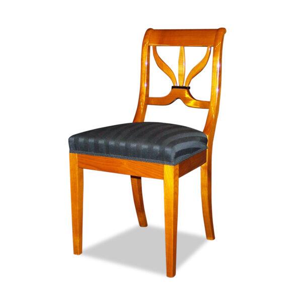 ANTIK SHOP Biedermeier Stil Stuhl Biedermeier Stil, um 1900 Kirschbaum, hochglänzend lackiert B: 46 cm T: 46 cm H: 90 cm