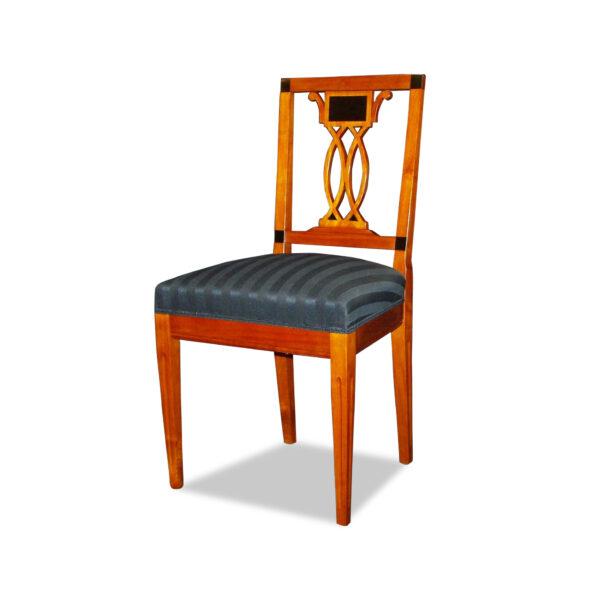 ANTIK SHOP Stuhl Biedermeier Stil Biedermeier, um 0 Kirschbaum bzw. Nußbaum, hochglänzend lackiert B: 50 cm T: 46 cm H: 93 cm Nach Originalvorbild traditionell gefertigter Biedermeierstuhl aus Kirschbaum oder Nußbaum
