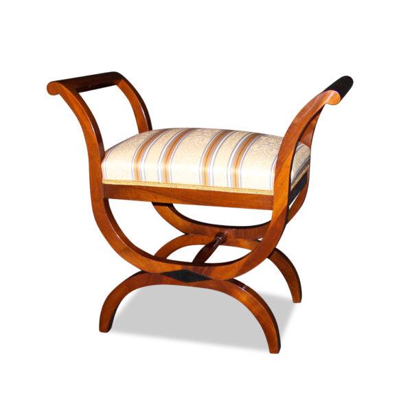 ANTIK SHOP Biedermeier Stil Sitzgondel Biedermeier Stil, um 1900 Nußbaum, hochglänzend lackiert B: 72 cm T: 45 cm H: 84 cm Nach Originalvorbild traditionell gefertigte Biedermeier Sitzgondel aus Kirschbaum oder Nussbaum