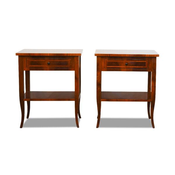 ANTIK SHOP Biedermeier Stil Nachttischchen Biedermeier Stil, um 1900 Kirschbaum bzw. Nußbaum, hochglänzend lackiert B: 50 cm T: 35 cm H: 60 cm