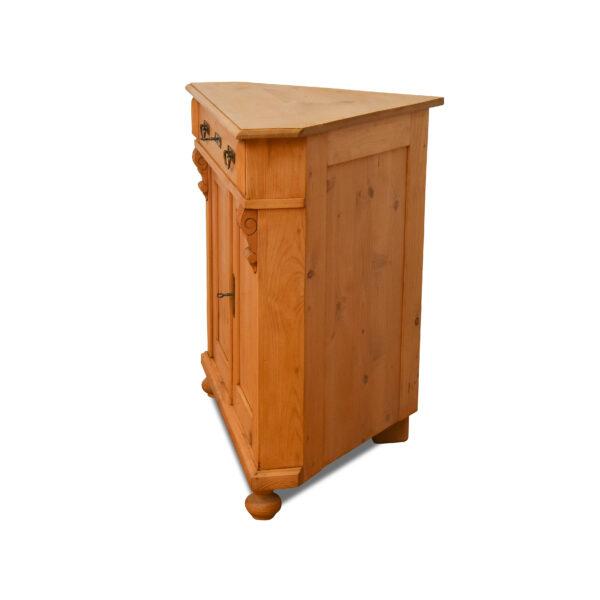 ANTIK SHOP Jugendstil Eck Anrichte Jugendstil, um 1900 Kiefer, biologisch gewachstB: 87 cm T: 62 cm H: 84 cmEck Anrichte aus Kiefer Altholz