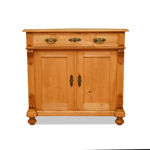 ANTIK SHOP Gründerzeit Eck-Anrichte Gründerzeit, um 1900 Fichte, biologisch gewachst B: 92 cm T: 66 cm H: 85 cm traditionell gefertigte Eck-Anrichte aus Fichte Altholz