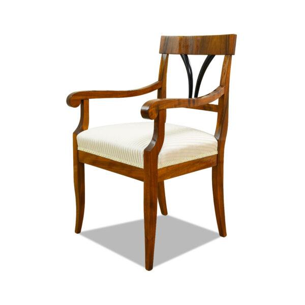 ANTIK SHOP Armlehnstuhl Biedermeier Stil Biedermeier Stil, um 0 Nußbaum, hochglänzend lackiert B: 59 cm T: 59 cm H: 93 cm Nach Originalvorbild traditionell gefertigter Biedermeier Armlehnstuhl aus Kirschbaum, Birke oder Nußbaum.