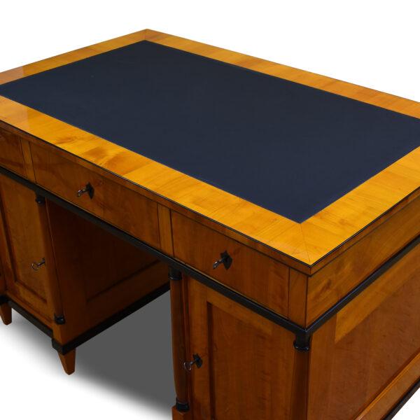 ANTIK SHOP Schreibtisch, Biedermeier, Schellack handpoliert, Lederschreibfläche, Kirschbaum